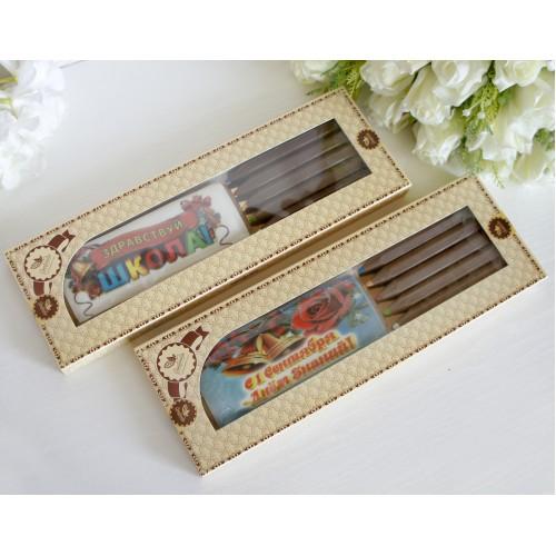 Коробка с карандашами и пряником