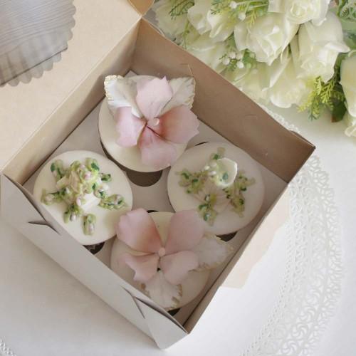Набор капкейков с цветами