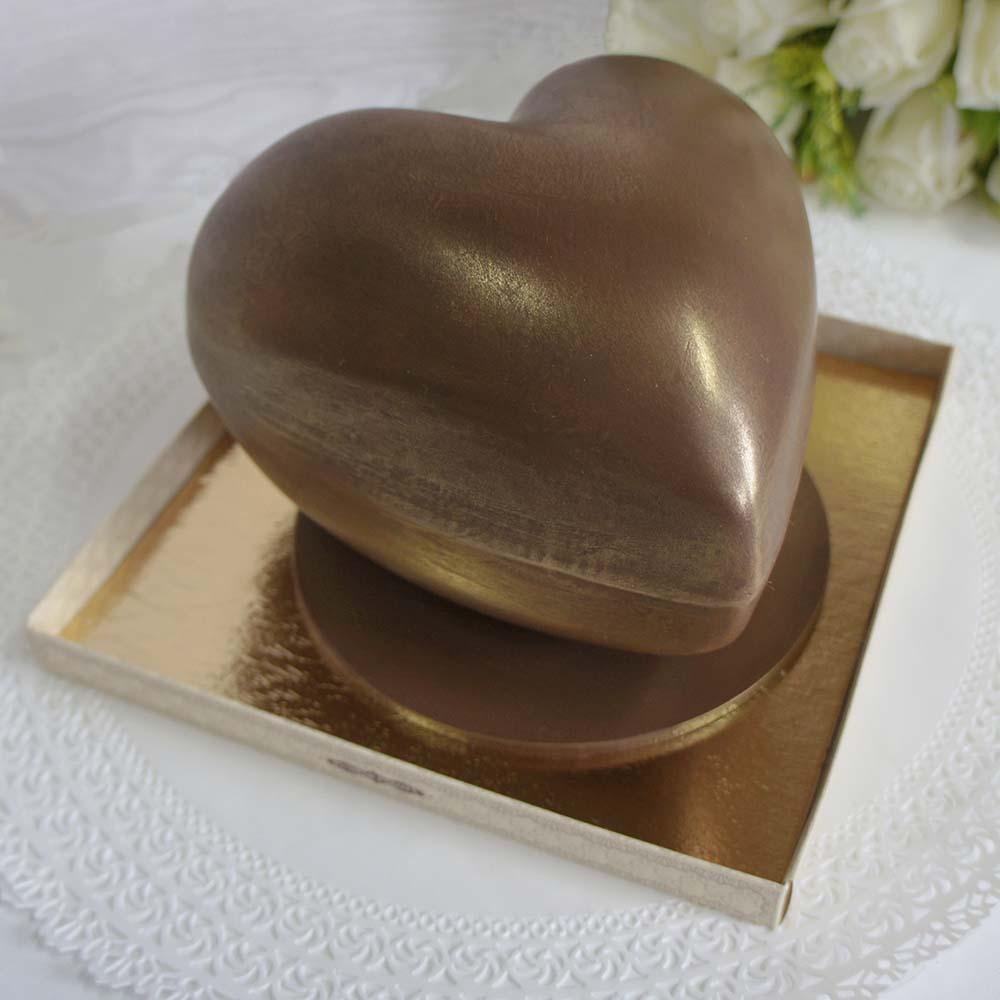Шоколадное сердце с подарком внутри