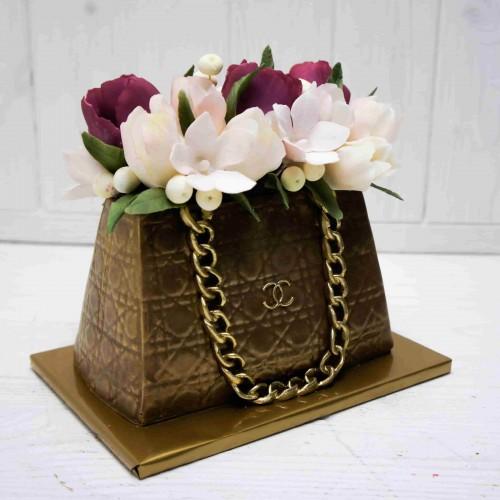"""Шоколадная сумка """"Шанель"""" с сахарными цветами ручной работы"""