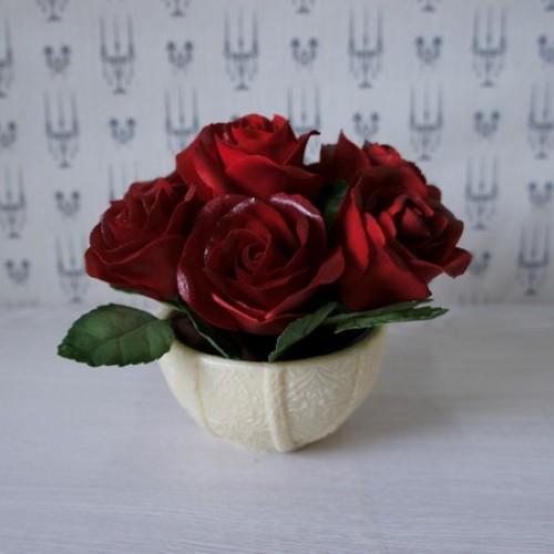 Букет из роз в круглой вазе