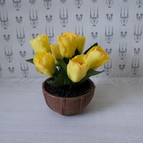 Букет из тюльпанов в круглой вазе